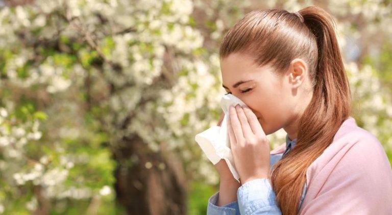 Hautpflege bei Heuschnupfen? So schützen Sie Ihre Haut vor Pollen!